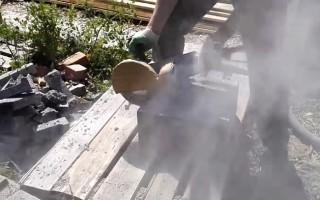2 способа как пилить болгаркой без пыли?