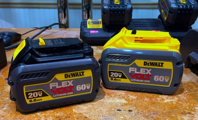 Два аккумулятора FlEX VOLT 60в