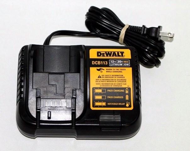 Зарядное устройство DCB113