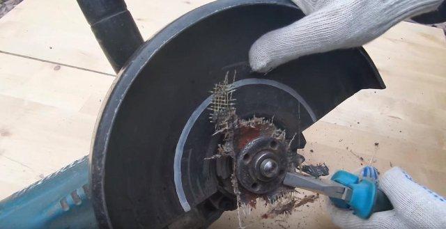 Ломаем диск болгарки плоскогубцами