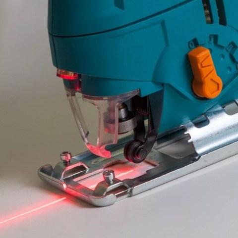 Модель с лазерным указателем