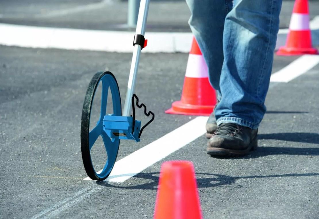 Мерное дорожное колесо в работе
