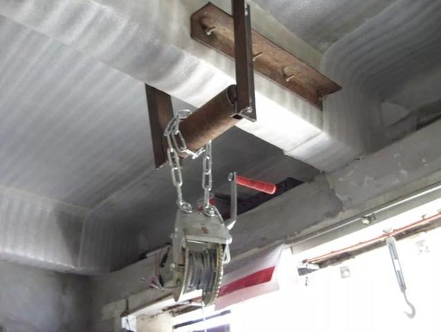 Лебедочное устройство в гараже